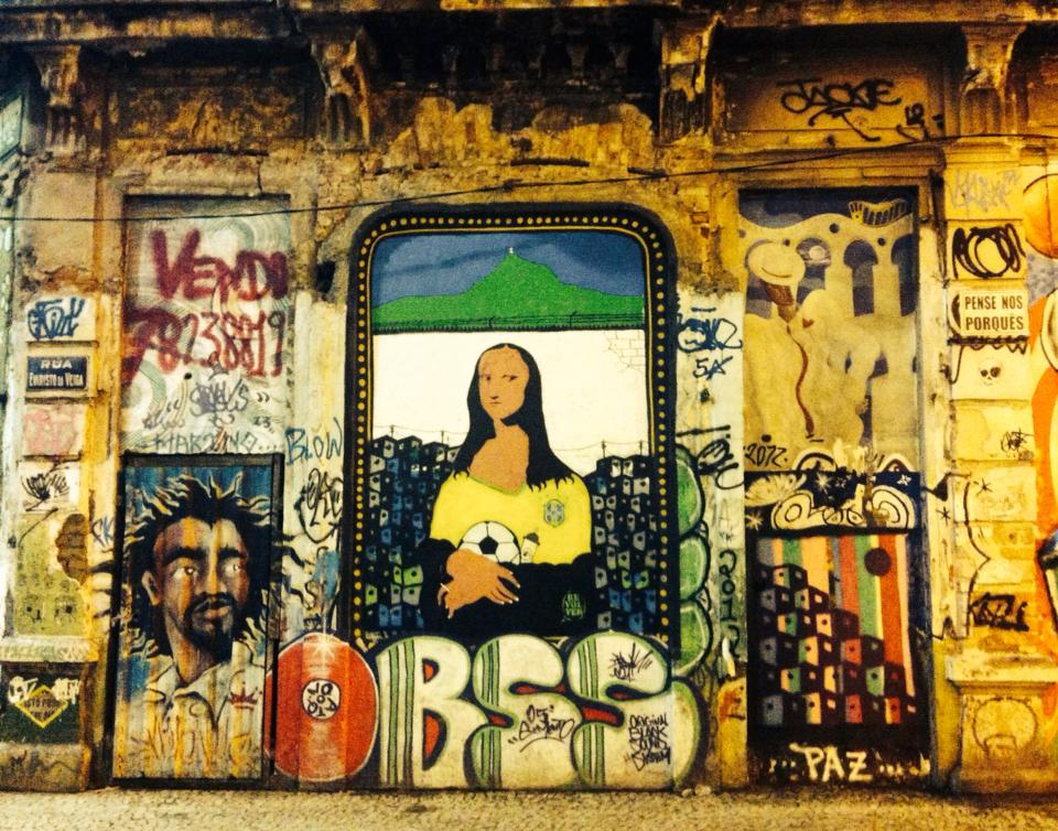 Mona au futbol - Rio street art in the Lapa district