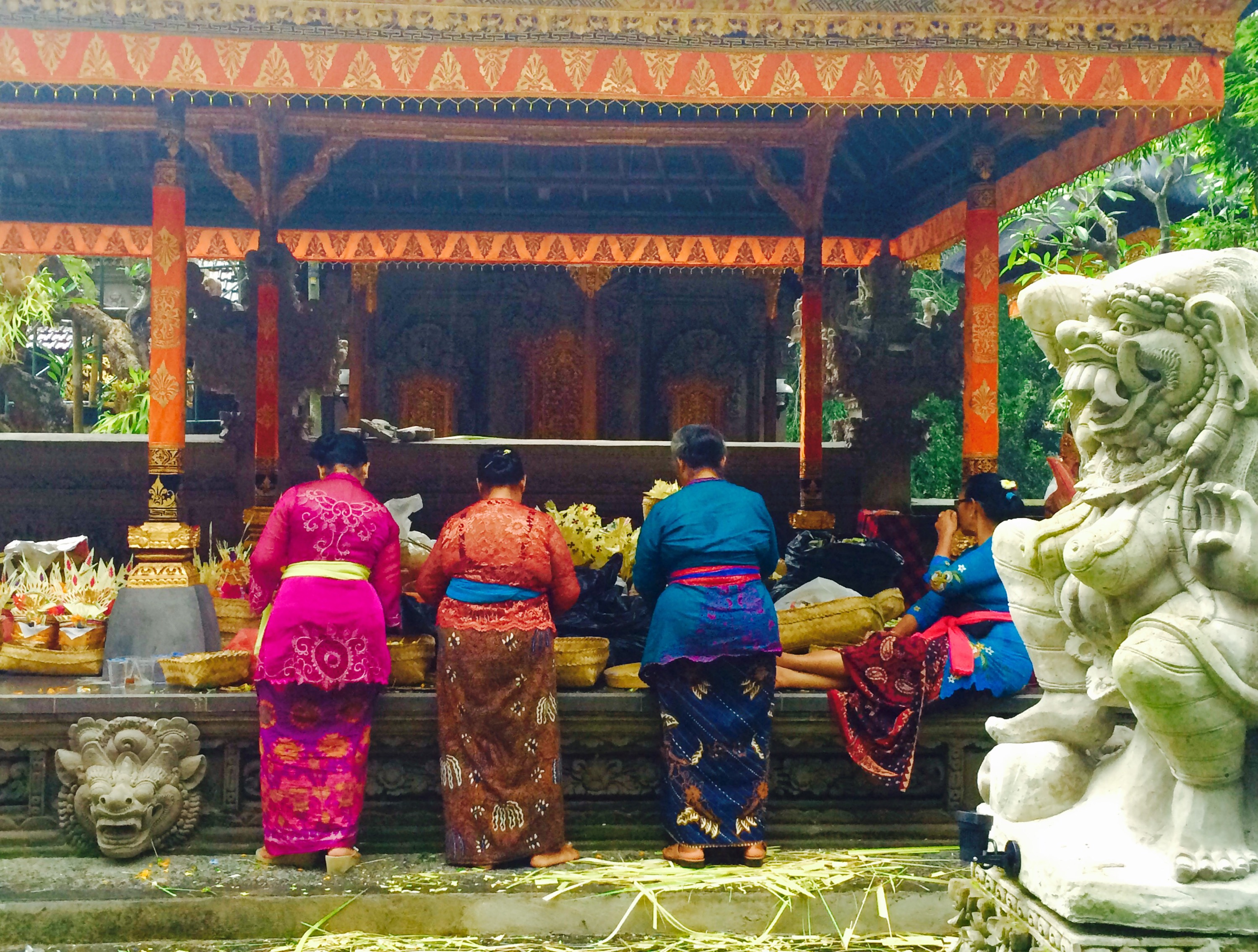 Balinese women at the temple - Ubud Bali