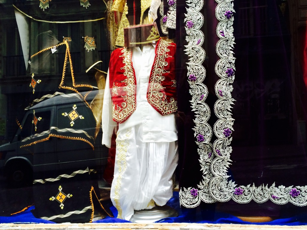 Traditional clothes - Goutte d'Or