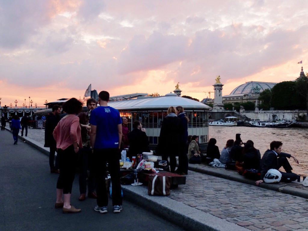 picnic on the berges paris