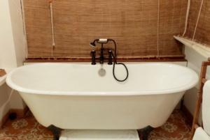 Bombay Abode bath tub