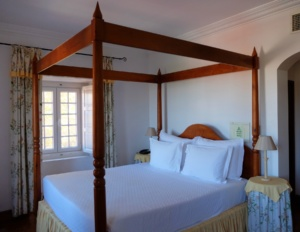 Lawrences-hotel-sintra-bedroom
