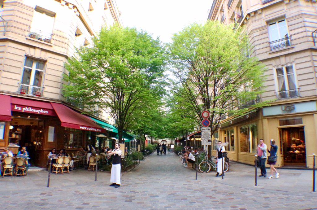 Rue-du-Trésor-Paris