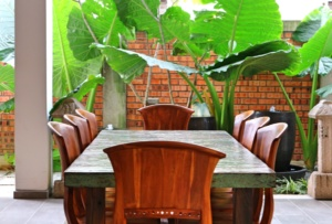 Treasures-Hotel-and-Suites-table